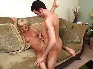 heiße busty blonde reifen cougar bekommt es