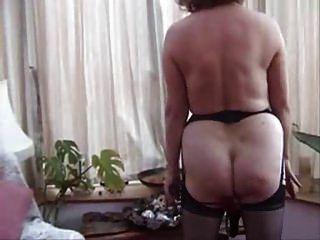 granny w pierced pussy streifen und spielzeug