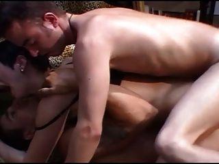 französische milf mit großen boobs und zwei mann