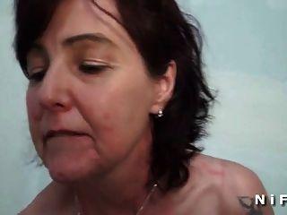 Sextape einer französischen reifen immer einen schwarzen Schwanz in ihren Arsch