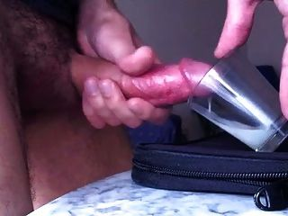 großer Cumshot in einer Tasse (dickes Sperma)