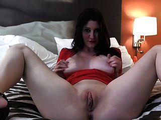 Mädchen masturbiert so heiß
