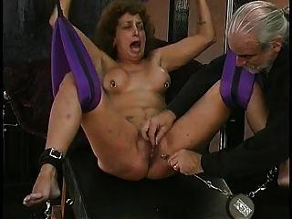 Kinky Schmerz Sklave