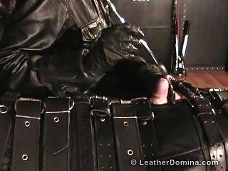 Leder Domina Harnröhre klingende Leder Bondage