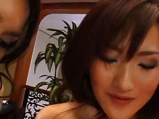 maria ozawa in einer großen lesbischen szene