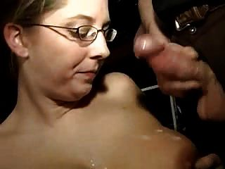 heiße busty Amateur Frau saugt viele Schwänze