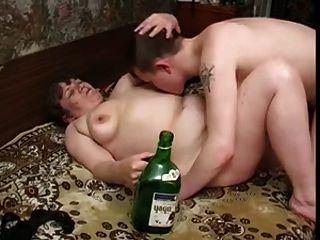 Oma mit leckeren Titten, plump Körper \u0026 Kerl