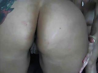 Freundinnen, die Spaß auf Webcam haben