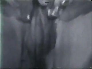 Vintage große Titten boobs Puffy Nippel Busch 2