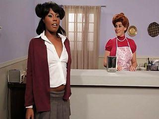mrs.garett gibt ihrem Chef einen Blowjob
