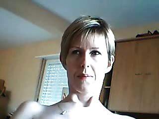 Amateurfrau möchte, dass ihr ihr Gesicht sieht, wie sie Cums ist