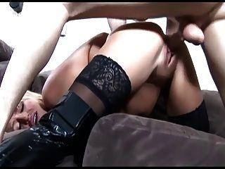 busty blonde gefickt in schwarzen Stiefeln über Strümpfe