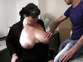 Büro Sex mit Chef und busty Sekretärin
