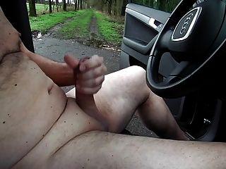 Ausstellung Krieg wieder geil nackt im auto