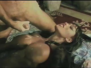 Pornostar fuck mit Sperma auf ihre Titten
