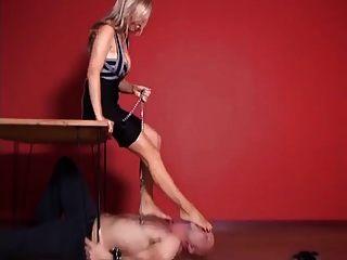 Fußanbetung und Folter