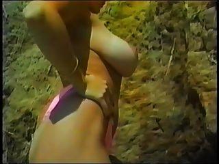 danni ashe am Strand zeigt ihre tan Linien pt.2