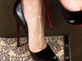 Sperma auf Fersen und Füßen