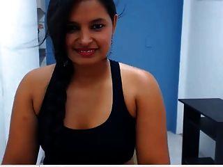 indian Mädchen zeigt ihre sexy big butt