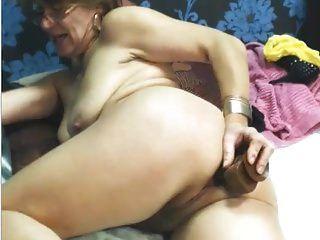 sexy granny verwenden Spielzeug anal