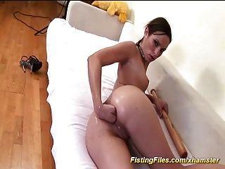 flexibles jugendlich, das Selbst anal Faust tut