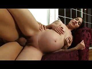 sexy schwangere Mädchen wird genagelt