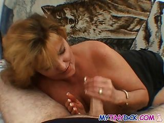 big tits milf Cheats auf ihren Mann