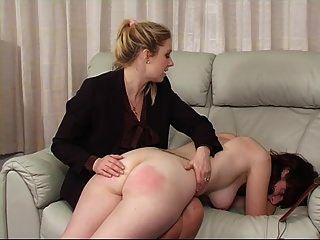 völlig nackt für die spanking