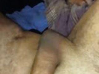 Porno ansehen als britische Schlampen saugt Hahn