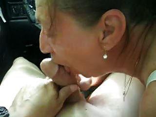Tender Blowjob im Auto