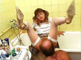 Stiefvater leckt Möse nicht seine Stieftochter! Amateur!