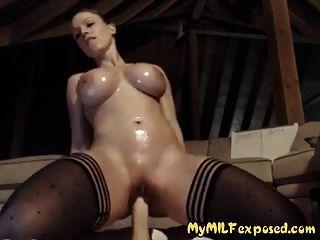 meine Frau ausgesetzt sexy Strümpfe rasierte Muschi und große Spielzeug