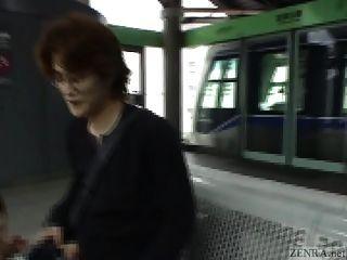 Untertitel japanischen öffentlichen Blowjob und Streifen im Zug