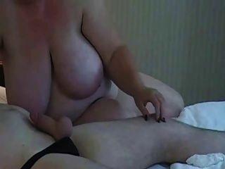 big tits bbw mom saugen Hahn