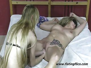 extreme doppelte Faust gefickt Amateur blond