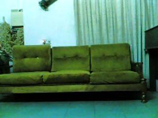 indonesien indo chick schlug auf der couch