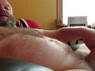 Str8 Daddy auf Couch
