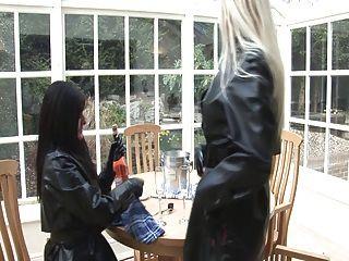 anspruchsvolle Gummi-Fetisch-Damen