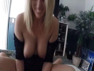 Milf isst Pussy zum ersten Mal