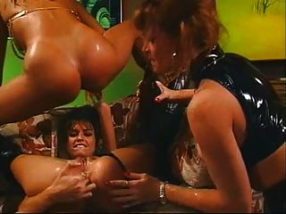5 Frauen bekommen es in einer Bar