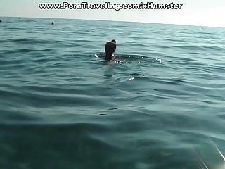 Studenten schwimmen und ficken