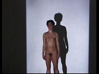 eine nackte behaarte Leistung: Iris Selke