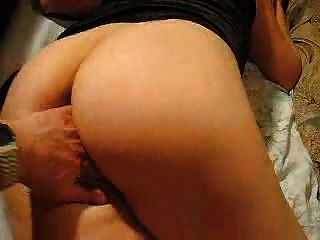Spiel mit Arsch und Pussy bis zum Orgasmus