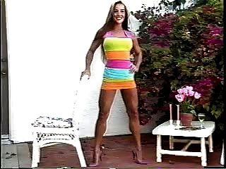 Hot Fitness Babe zeigt ihre Bod!