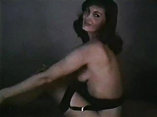 hübsche Frau Vintage Striptease Strumpf Fersen baskischen