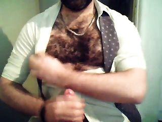 Sperma auf behaarte Brust