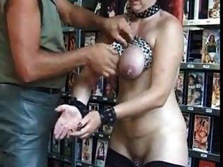 durchbohrte reifen Sklaven mit vielen schweren Piercings bdsm