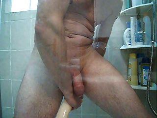 Einlauf in die Dusche und große doppelte Dong in meinen Arsch