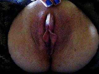 Squirt crotchless mit einer großen Klitoris