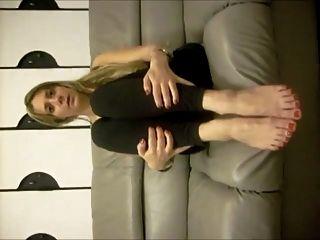 griechisches Mädchen macht einen Amateur-Fußjob